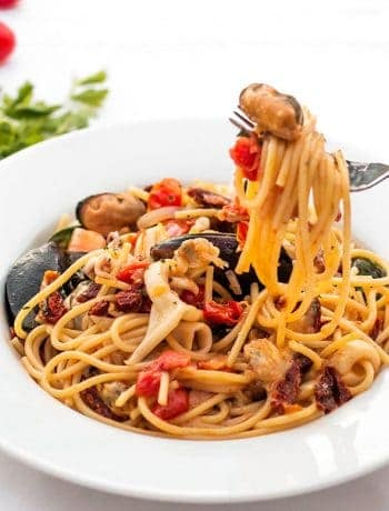 Seafood Pasta with Garlic and Sun-Dried Tomatoes