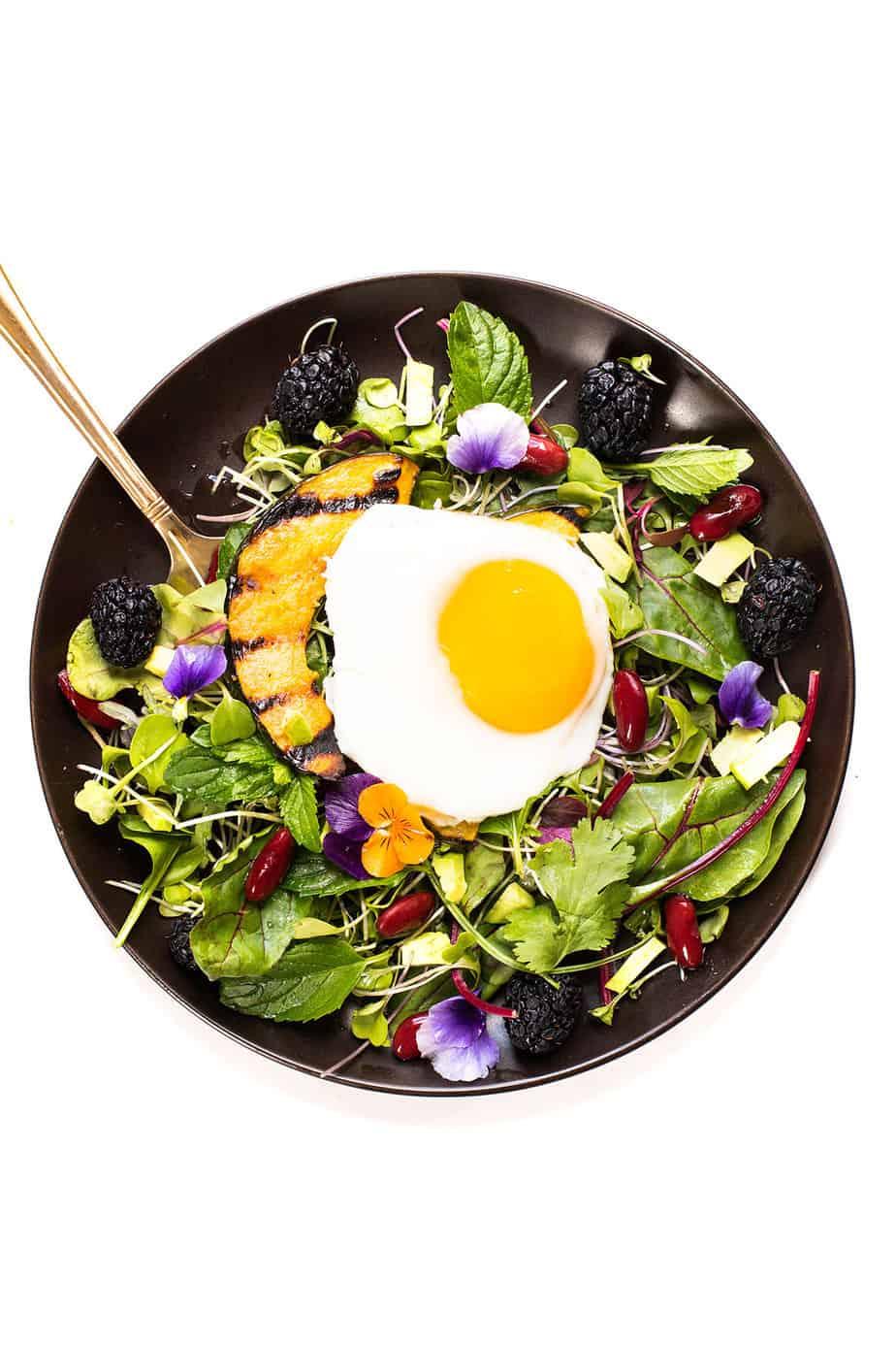 breakfast egg mixed green salad