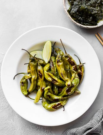 Oven Roasted Shishito Peppers recipe with lemon, ginger, salt and black pepper. This popular Japanese appetizer is so easy to make at home. You only need to roast the shishito peppers for about 6 minutes or until the peppers become fragrant and begin to blister.