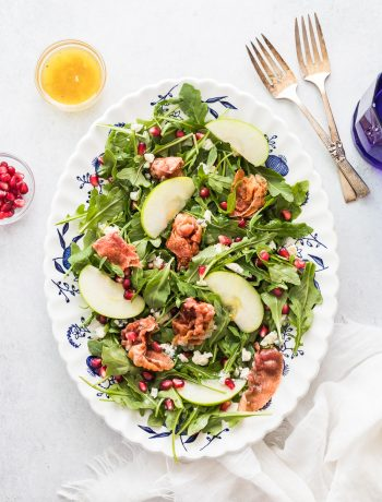 arugula salad with gorgonzola chees, prosciutto and white wine vinaigrette