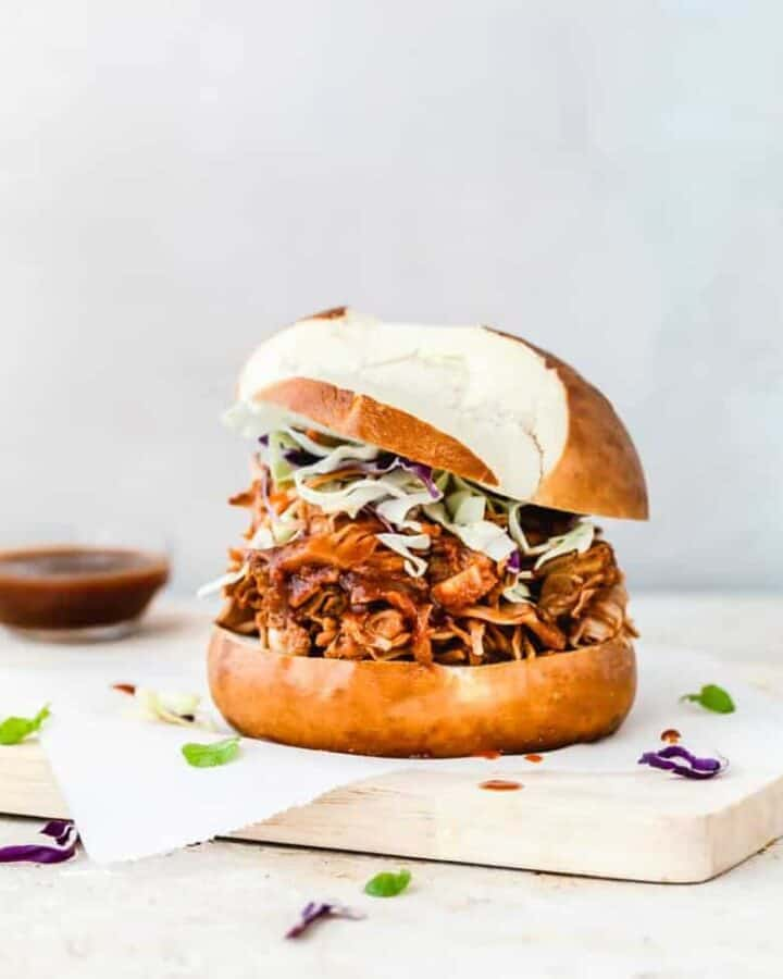 Vegan BBQ Burger aka Pulled Jackfruit