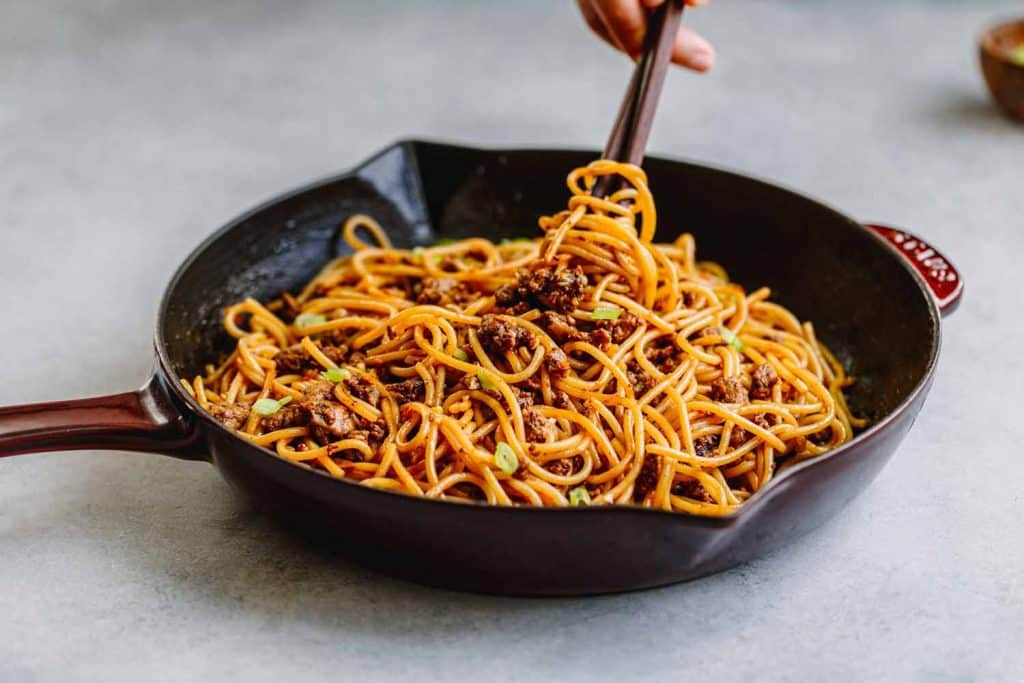 How to Cook Chow Mein with Hoisin Sauce