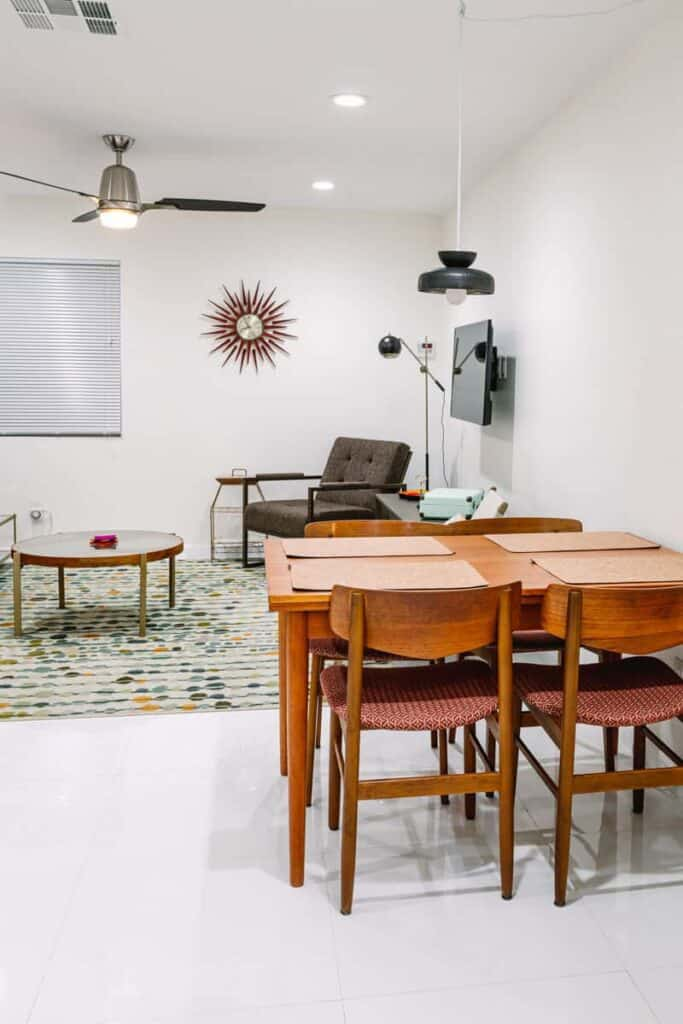 Vacasa Dining Room