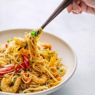 Singapore Noodles (Stir-fried Rice vermicelli with Curry Powder)