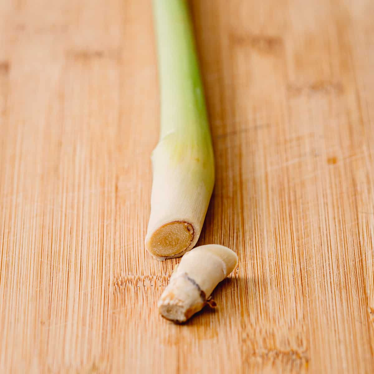 How to Use Lemongrass Lemongrass in curry, soup, stew, or simmered sauce
