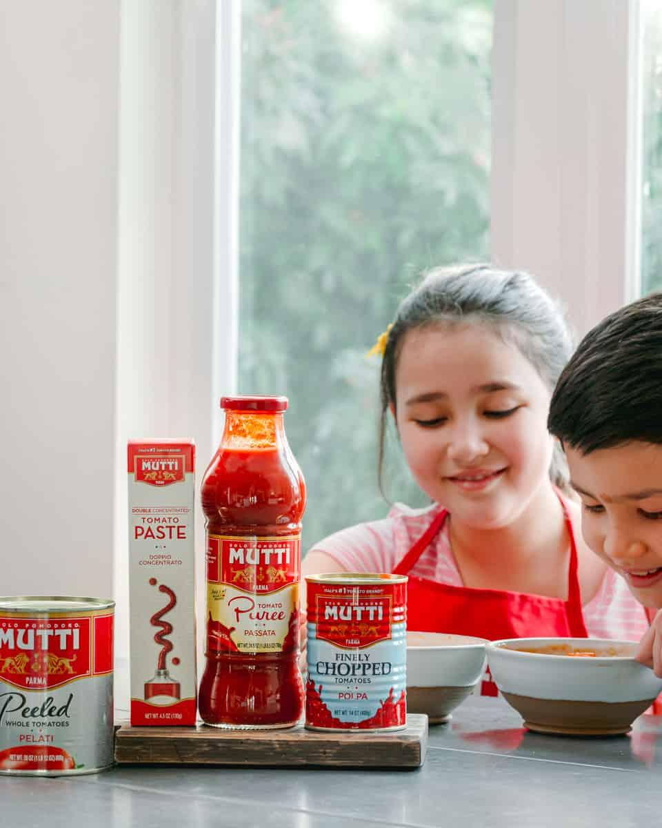 Kids enjoying pasta with mutti products,
