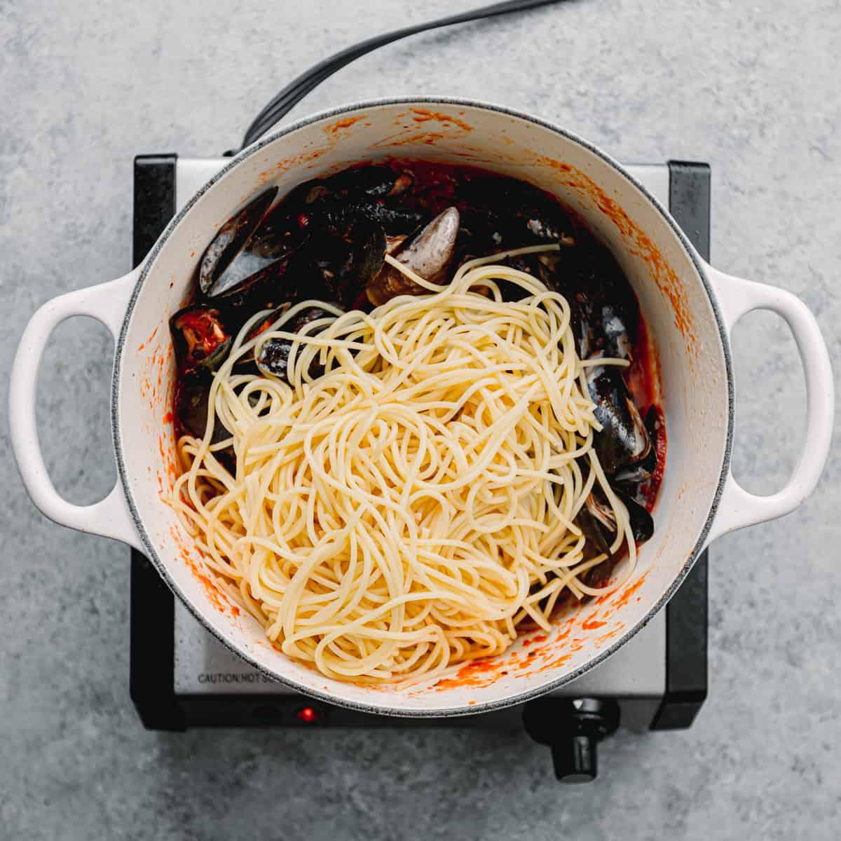 spaghetti, mussels, and marinara sauce.