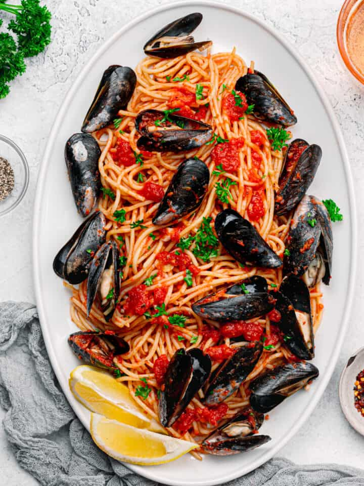 How to cook mussels with pasta.
