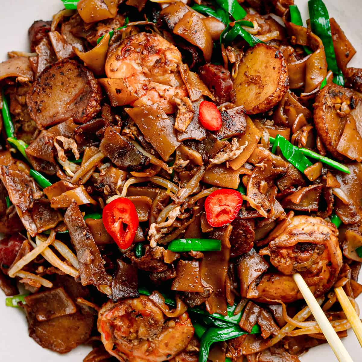 close up look char kway teow.