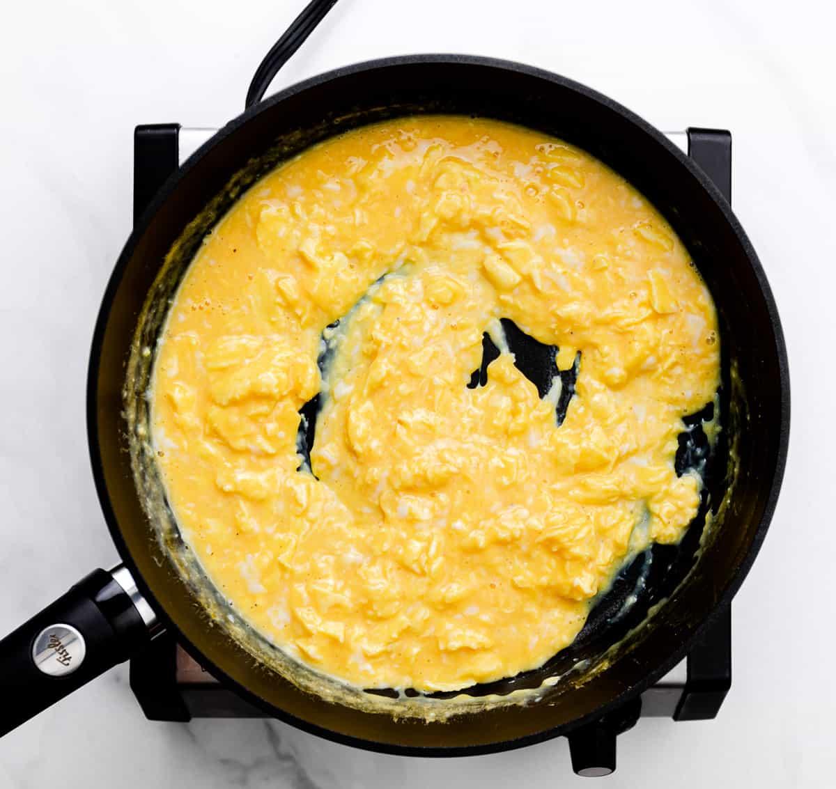 how to scramble eggs.