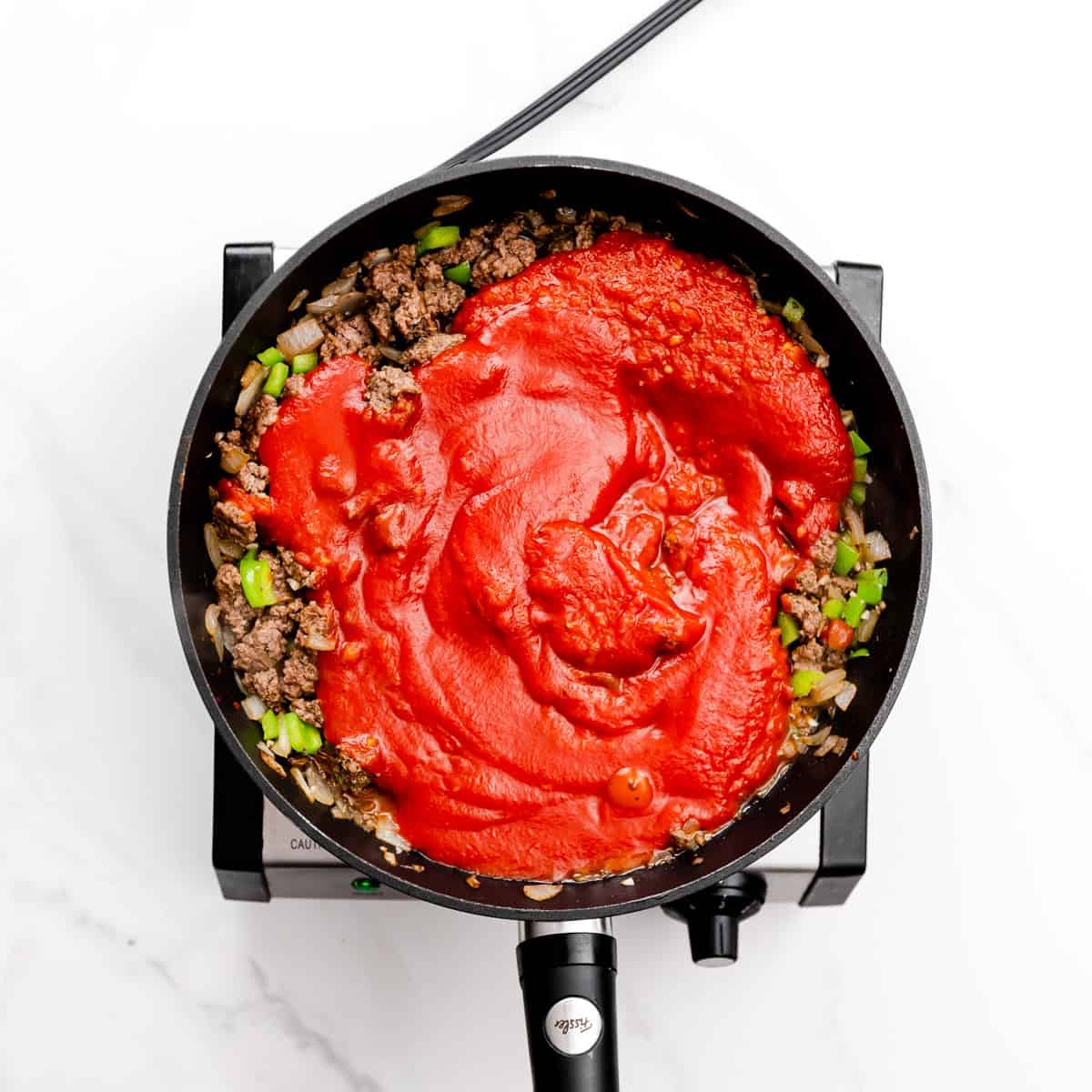 Add marinara sauce and tomato sauce into the skillet. Simmer the sauce on low for about 7-10 minutes.